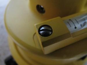 気泡管の調整ネジ